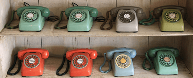 How does a telephone answering service work?